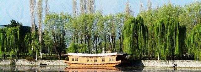 Srinagar houseboat - photo jktourism.org
