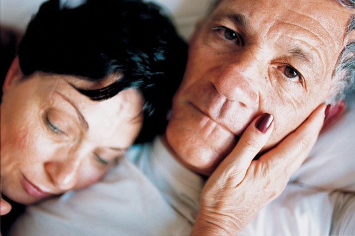 Elinor Carucci, Mom touches father, 2000