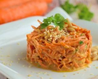 Salade de carottes légère au persil et au citron : http://www.fourchette-et-bikini.fr/recettes/recettes-minceur/salade-de-carottes-legere-au-persil-et-au-citron.html