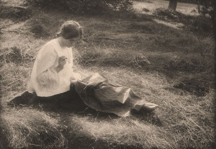 Woman Sewing |Gertrude Kasebier