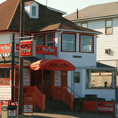 Fried anything always sounds good, right? Try the fried dough at Blink's Fry Doe in Hampton Beach, New Hampshire. Choose from tons of delicious flavors!