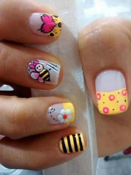 uñas amarillo abeja y flor, puntos