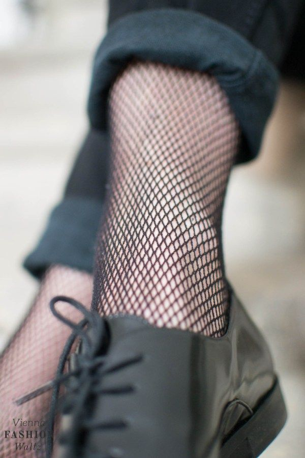 Fishnet Tights: With a cozy cardigan and a pair of jeans - Vienna Fashion Waltz Blogger, Outfit, ideas, Inspiration, Fashion, Fall/Winter, Austria, StreetStyle