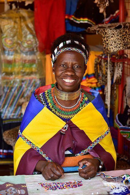 Povo Ndebele Ao pesquisar todos relatos histórico verificou-se que a história do povo de Ndebele pode ser rastreada até Mafana, seu primeiro chefe identificável. O sucessor de Mafana, Mhlanga, teve…