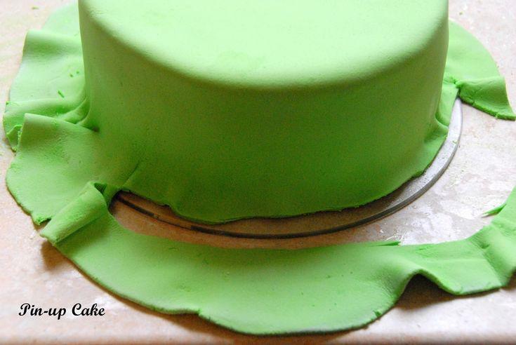 PIN - UP CAKE: Jak pokryć tort masą cukrową (instrukcja krok po kroku)