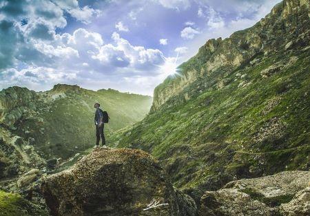 """Engin Asil'in Elazığ Harput'ta gün batımına yaklaşırken fotoğrafladığı """"Özgür Ruh"""" Mayıs sergimizde."""