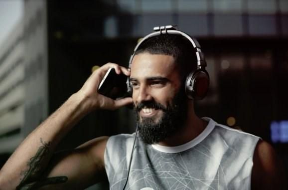 Waves Audio unveils motion-sensing headset for 3D listening experience