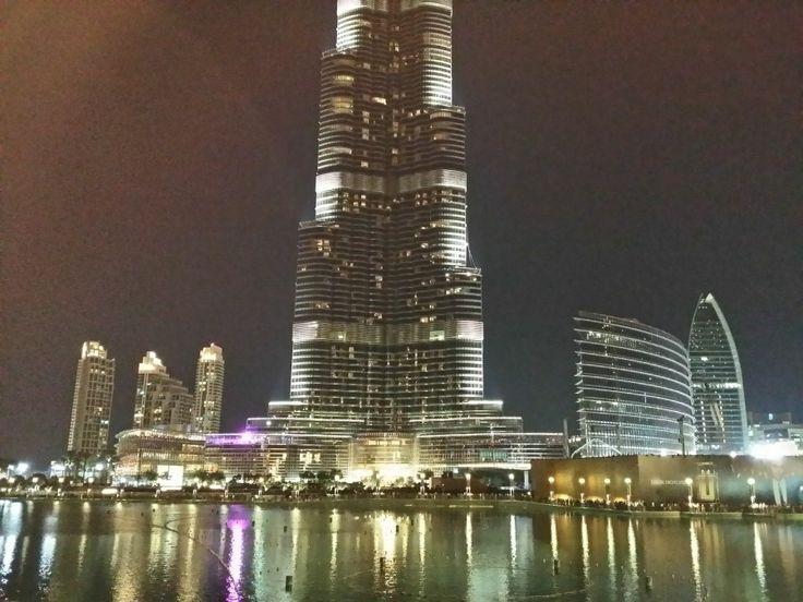 Entorno Burj Khalifa Tower (Dubai), edificio más alto del mundo. Nocturna