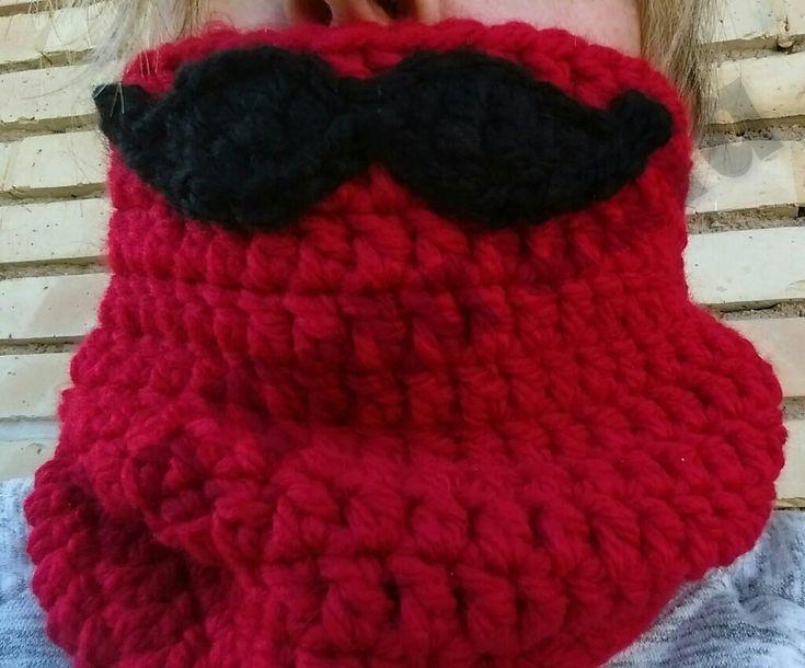 Cuellos nuevos bigotudos, hazle cosquillas al frío con estos cuellos bigotudos, color, calor y humor del tejado de la Tata gata