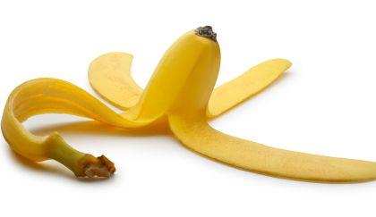 10 modi di riutilizzare la buccia di #banana http://www.comefaremania.it/10-modi-riutilizzare-la-buccia-banana/