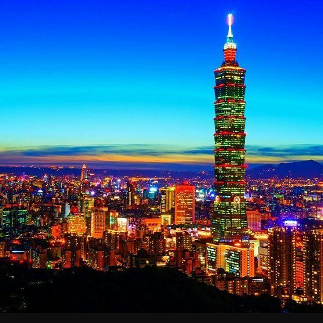 Instagram【yume_mama】さんの写真をピンしています。 《2016.11.02☀ この夜景綺麗だなぁ✨ネット画像から拝借しました。 来週、夫が社員旅行で#台北 へ行くのですが何かオススメのお土産があったら教えてください♥ お菓子?美容系?お茶?((o(*^^*)o))わくわく 中国出張とシンガポールの際のお土産は不味くて少しトラウマ(笑) #台湾 #台北 #夜景》