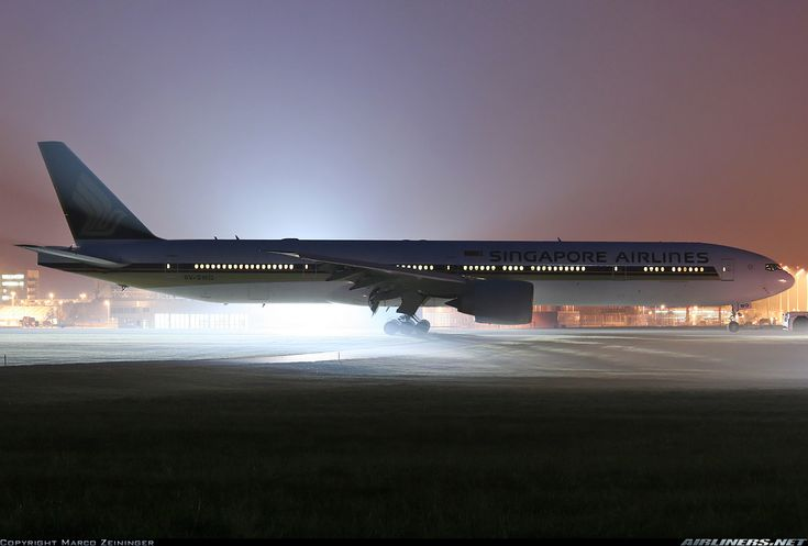 Singapore Airlines Boeing 777-312/ER 9V-SWQ is under the spotlight after being towed off the grass following an irregular landing at Munich-Franz Josef Strauss, 3rd November 2011. (Photo: Marco Zeininger)