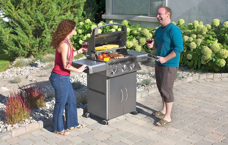 Engineered quality at an economical price the Prestige® Series P308 Gas Grill gives the backyard chef all the exclusive cooking features needed to create exciting and tasty grilled dishes! Superior technology, rock solid performance and balanced design are the hallmark of the Napoleon® name.