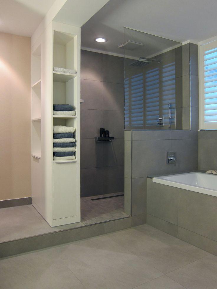 Graue Fliesen Dusche …