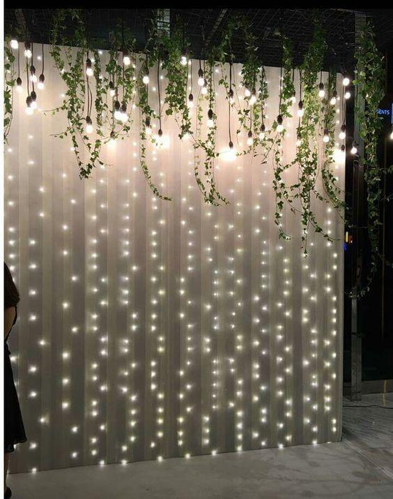 DIY schiere Vorhang Kulisse mit Lichterketten