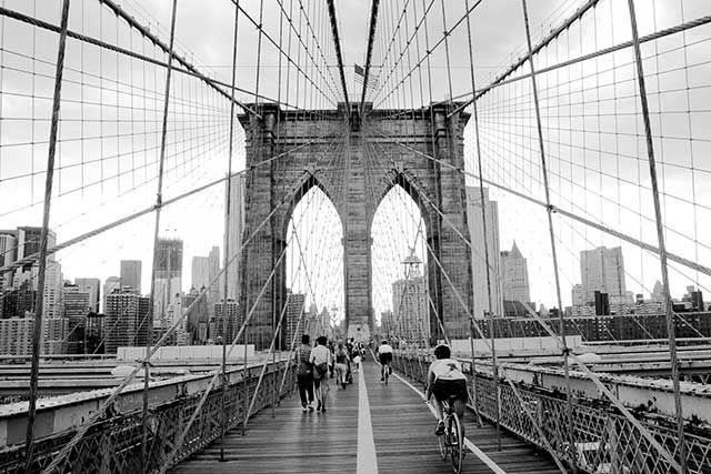 Pont de brooklyn en noir et blanc new york city