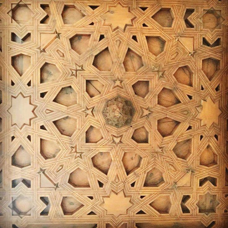 Foto de @laurabelean en Instagram / ay Pablito ♡  #picasso #pablito #malaga #museopicasso  #museopicassomalaga #españa #ceilings #ceilingart #woodcarving #woodart #tavane #celmaitabloufain #mester #travelfindings #unpicpaspania #inplinsezon #moorish