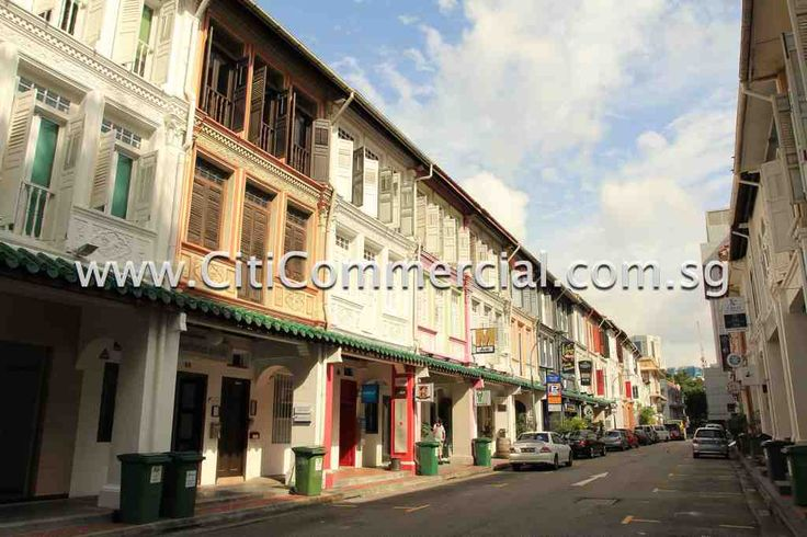 Tras Street Shophouses consist of shophouses along the 2 sides of Tras Street.