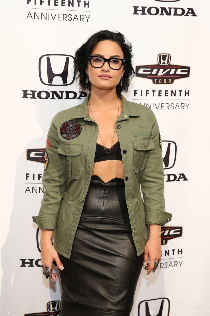 Demi Lovato parca sutiã