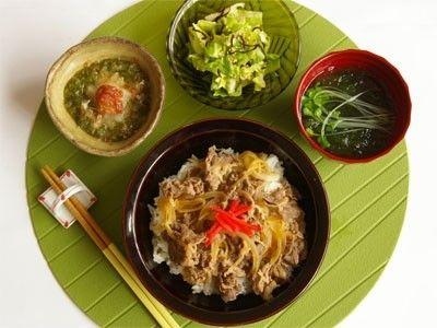 ボリューム牛丼定食 ©AllAbout