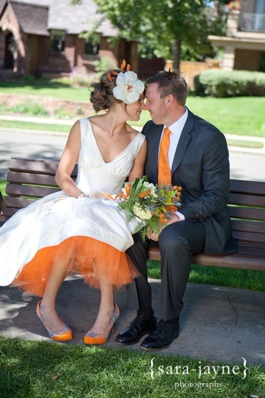 I UH-DORE this wedding ensemble! Maybe I'll do something similar for a vow renewal or another party someday. #wedding #bridal #orange - http://www.familjeliv.se/?http://gzjq577957.blarg.se/amzn/kdny671947