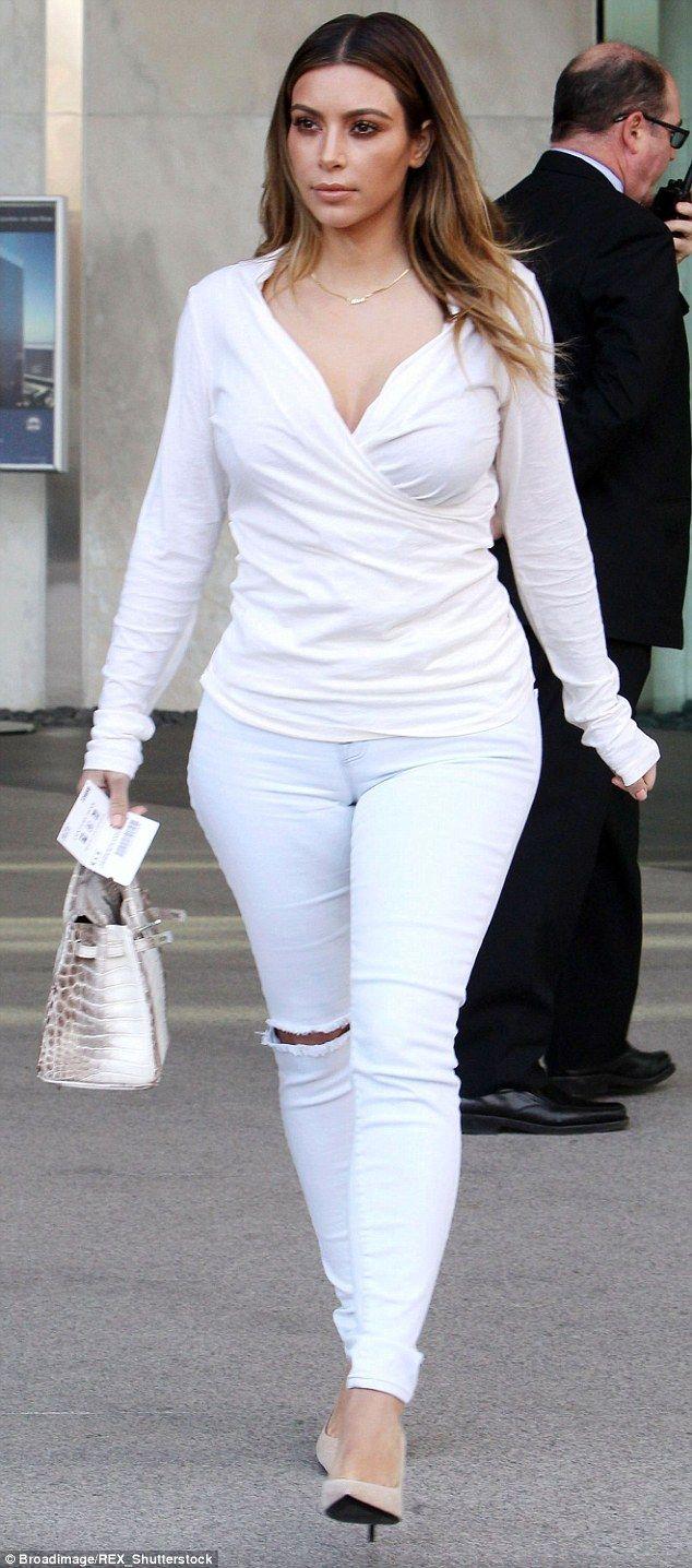 Women who wear skinny jeans happier than those who wear