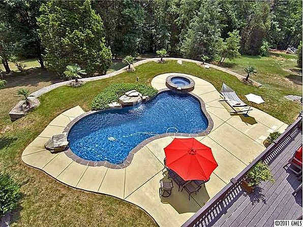 FAVORITE FEATURE: inground pool and spa with diving rock LOCATION: North Carolina