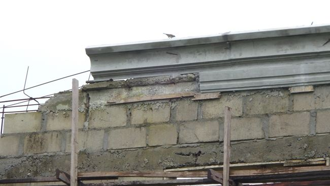 Parapet Concrete Fascia And Other Roofing Styles Properties 3 Nigeria In 2020 Parapet Exterior Window Molding Roof Beam