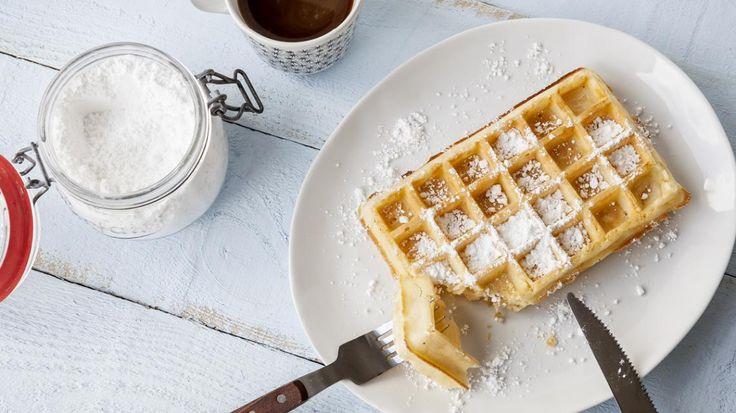 Brusselse wafel110 gr bloem 65 gr boter 1 ei 83 ml water 110 ml melk 5 gr gist (droog) ½ vanillestok snuifje zout