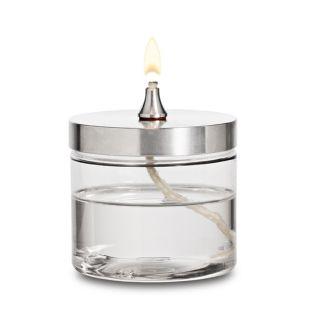 OLJELAMPA CANDEYE. Stor  Oljelampa Candeye är en vacker okrossbar oljelampa med lång brinntid som är tillverkad i återvunna material (PET-plast och aluminium). Den är ett enkelt och miljövänligt alternativ till de kortlivade engångs värmeljusen. Bara i Sverige förbrukar värmeljusen 225 ton aluminium per år! Veken har evig livslängd. Det enda du behöver göra är att fylla på med paraffinolja eller lampolja som du hittar här i JDOTS webshop eller i vanliga livsmedelsbutiker.