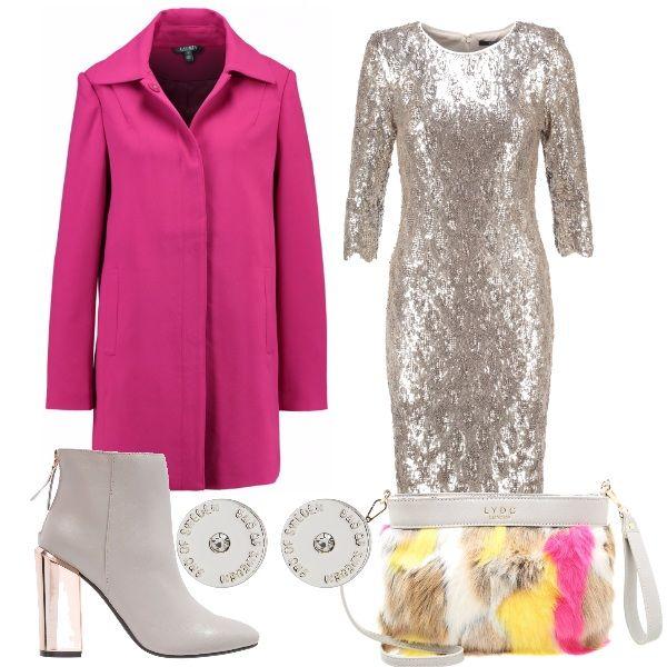 Per questo outfit: vestito con paillettes nude, tronchetti grigio chiaro con tacco nude, capottino fucsia dal taglio minimal, pochette fur che riprende i colori dell'outfit, orecchini argento per illuminare il look.