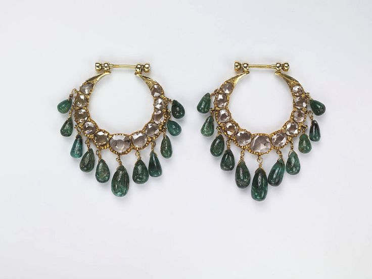 Pair of earrings, gold, diamonds, emeralds, Hyderabad, India ca. 1900