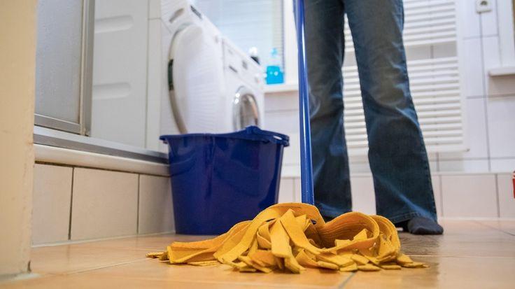 Reinigungsmittel: Sind Putzmittel mit Desinfektionsmittel sinnvoll?   BR.de
