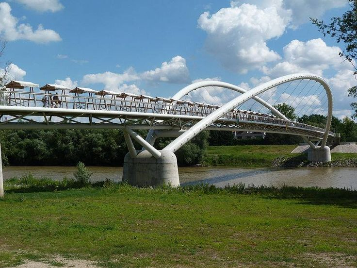 The 444 metre long and 5 metre wide pedestrian and bicycle #bridge connects the Tiszai Hajósok Square with Tiszaliget above the Tisza.  #EU Financial Support: 4.7 Million EUR (ERDF) EU co-financing rate: 70% www.szolnokigyalogoshid.hu ©Derzsi Elekes Andor/Flickr