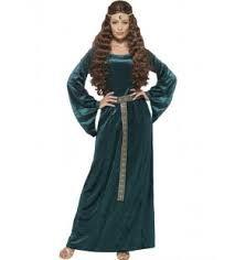 Dochters van rijke lieden droegen altijd de typische kledij, een mooie, lange jurk.