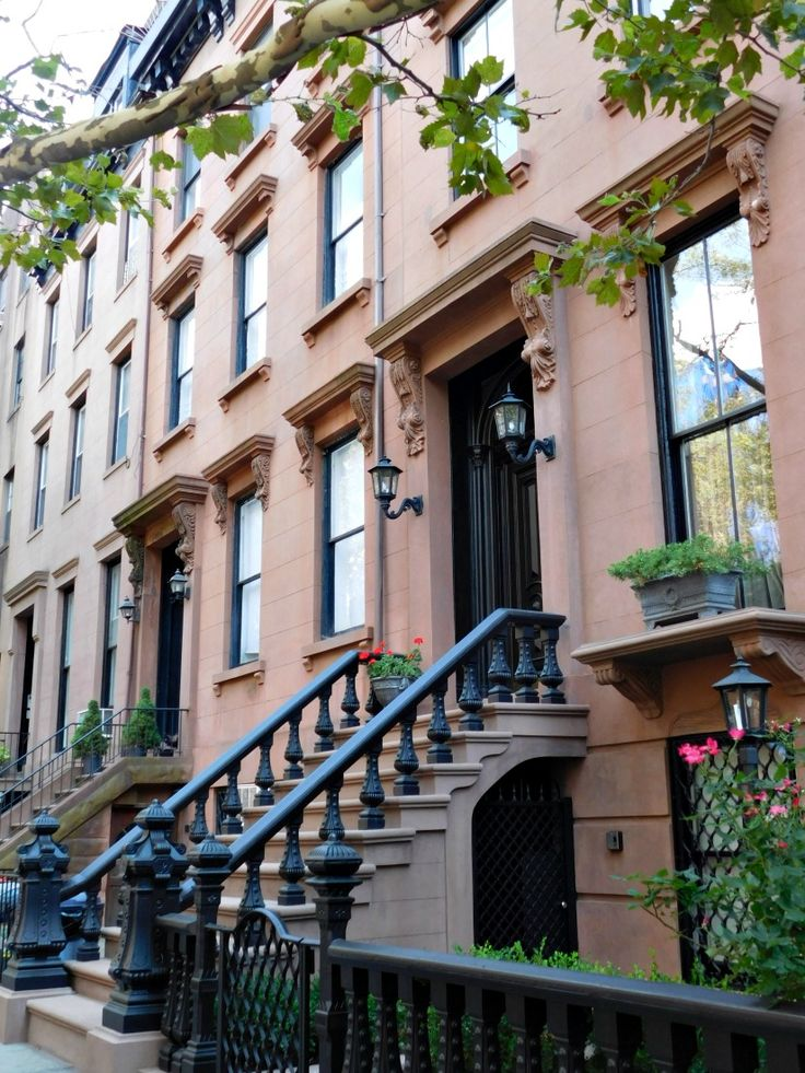 Housesitting in Cobble Hill, Brooklyn on my recent visit to New York was a definite highlight of my time in the city. I visited during Month Twenty Six of my Digital Nomad Life - find out what else I got up to. | The World on my Necklace