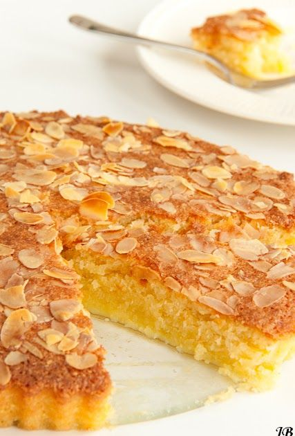 Ingrediënten: - 180 g amandelmeel - 60 g geraspte kokos - ¼ tl zout - 250 g basterdsuiker - 4 eieren - 1 ½ tl vanille ext...