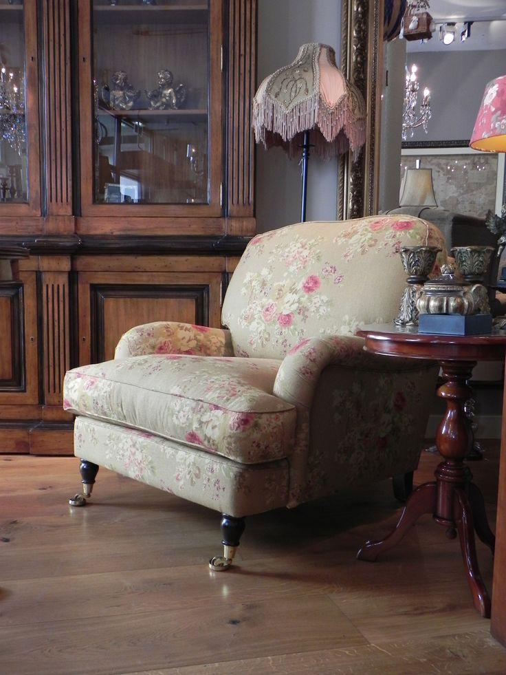 Een heerlijke fauteuil om lekker de hele dag in te zitten. Ook makkelijk te gebruiken als loveseat. Deze fauteuil is verkrijgbaar in vele kleuren en patronen.