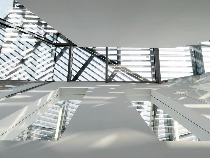 Interior Details at Gioiaotto Milano. Gioiaotto Entrance Details. #ParkAssociati #HinesItalia #Milano #LeedPlatinum #PortaNuova #PNSC #SmartCommunity #MarcoZanuso #PietroCrescini #Refurbishment #Architecture #Design #InteriorDesign #OfficeDesign #Gioiaotto #ContemporaryArchitecture #Grid #Glass #Installations #Fins #ColouredGlass #Steel #Timber #2012 #2014 #Facade #Office #Hotel #EntranceHall #RoofGarden #Giardino #Facciata #View #Terrace #Finestre #Ufficio #Terrazza