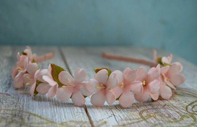 Ободок с цветом вишни. Цветы из фоамирана.
