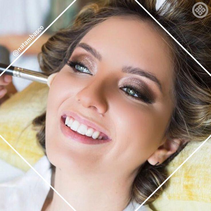 Para o grande dia, a maquiadora Nádia Tambasco gosta de transformar as noivas em verdadeiras princesas: nada melhor do que casar com uma make iluminada com leves toques de dourados!