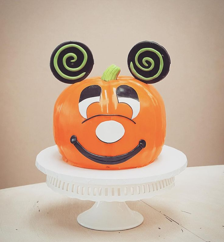 Halloween Mickey Mouse pumpkin cake ...  @roobinascake