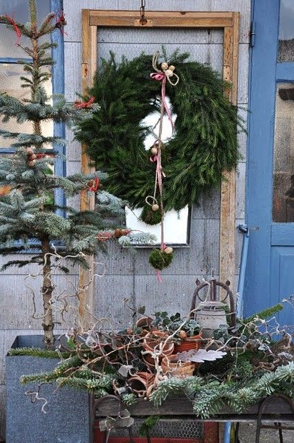 I love the organic texture and beauty of this wreath arrangement.