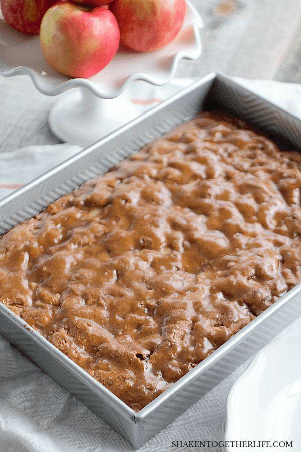 Omas Apfelkuchen mit Zimt-Crackle-Glasur