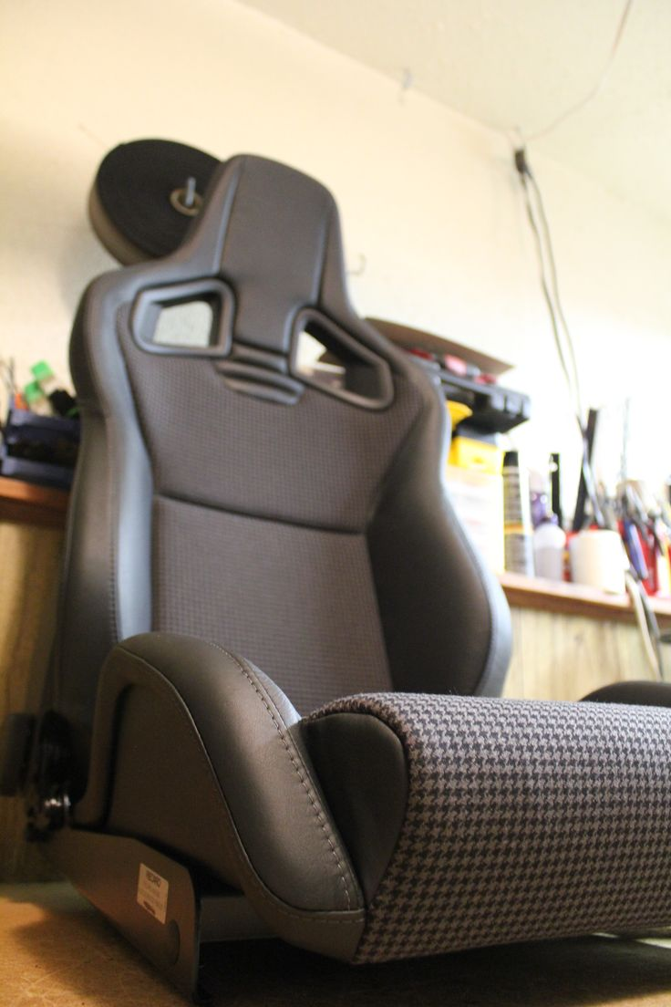 recaro sportster cs wrapped in black imported leather with a silver stitch and black grey. Black Bedroom Furniture Sets. Home Design Ideas