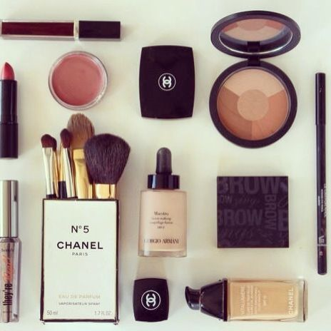 Non ho esagerato vero??  #chanel #makeup #menù #like #love #nice #me #colors #eye #blush #lips #gloss #smoky #nude @CHANEL