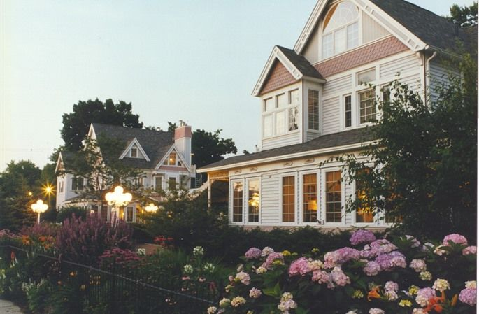 Yelton Manor Bed & Breakfast in South Haven, Michigan | B&B Rental
