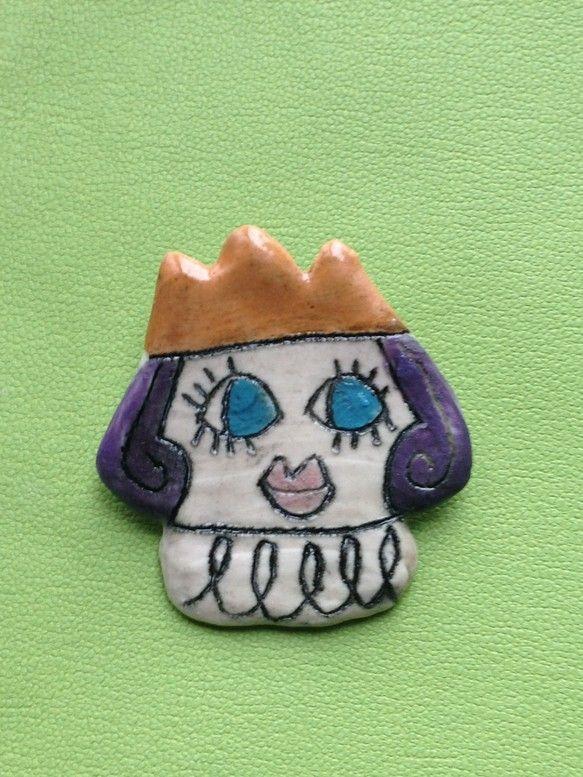 陶器でできたプリンス(王子様)のブローチです。中性的な魅力にあふれています。シビレます。貴公子感がたまりませんっ!!かなり丈夫ですが、陶器なので高いところから...|ハンドメイド、手作り、手仕事品の通販・販売・購入ならCreema。