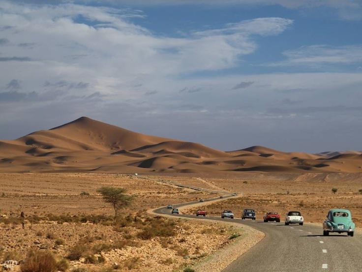 Al Desierto sin Agua - Rally Solidario.   Ruta de coches clásicos organizada por el Museo del Automóvil de Melilla