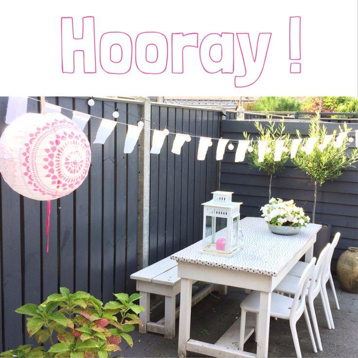 Deze tuintafel hebben wij ook... het tafelzeil over de bovenkant is een goed alternatief als de planken slecht worden #onthouden!!
